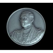 เหรียญเงินรมดำพ่นทราย พระราชพิธีมหามงคลมหามงคลเฉลิมพระชนมพรรษา 7 รอบ